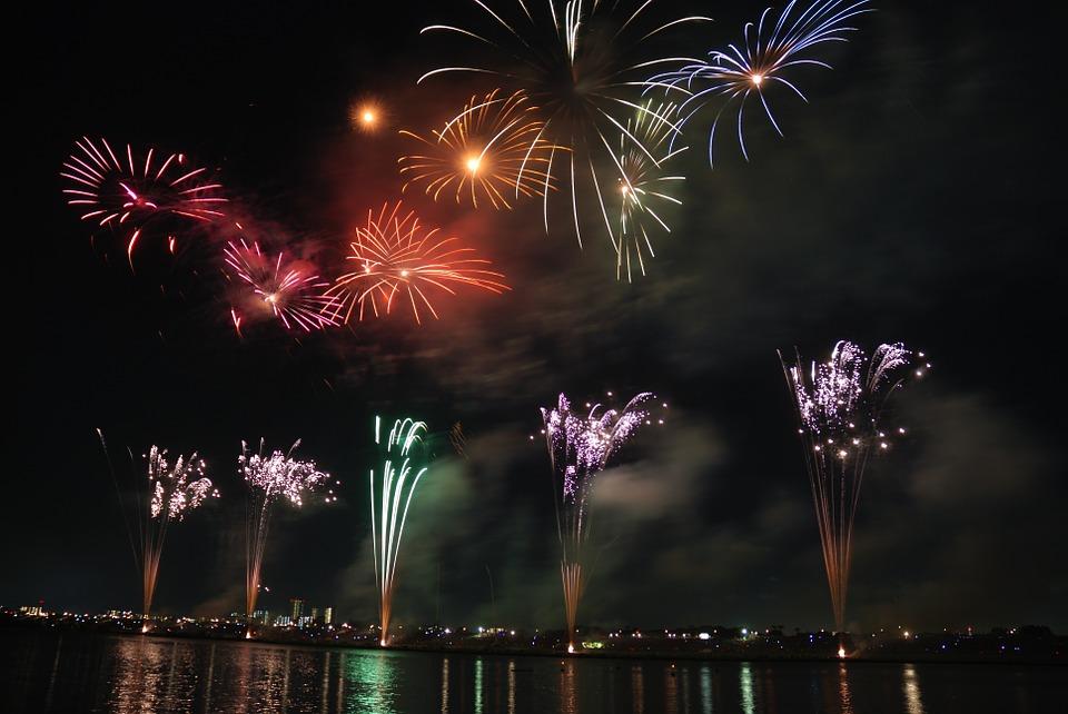 fireworks-74689_960_720.jpg